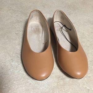 Gap ballet flats size 9 tan